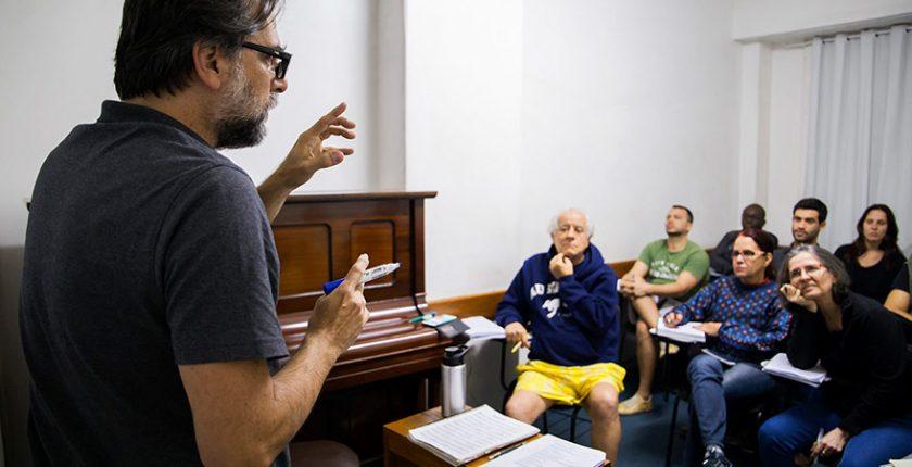 Aula de Harmonia com o professor Claudio, no Cigam